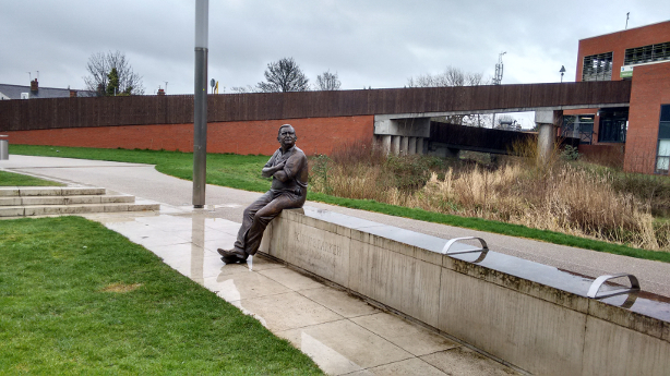 statue of Ronnie Barker in Aylesbury